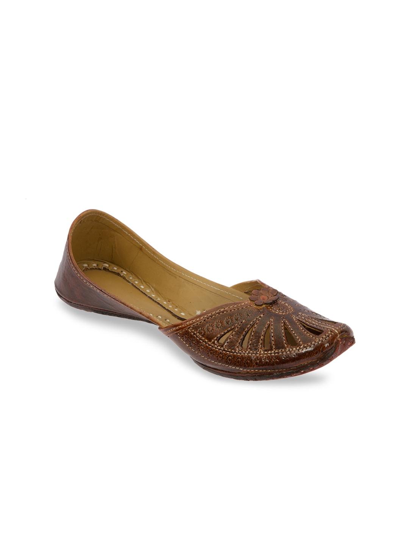 Ta Chic Women Brown Leather Juttis