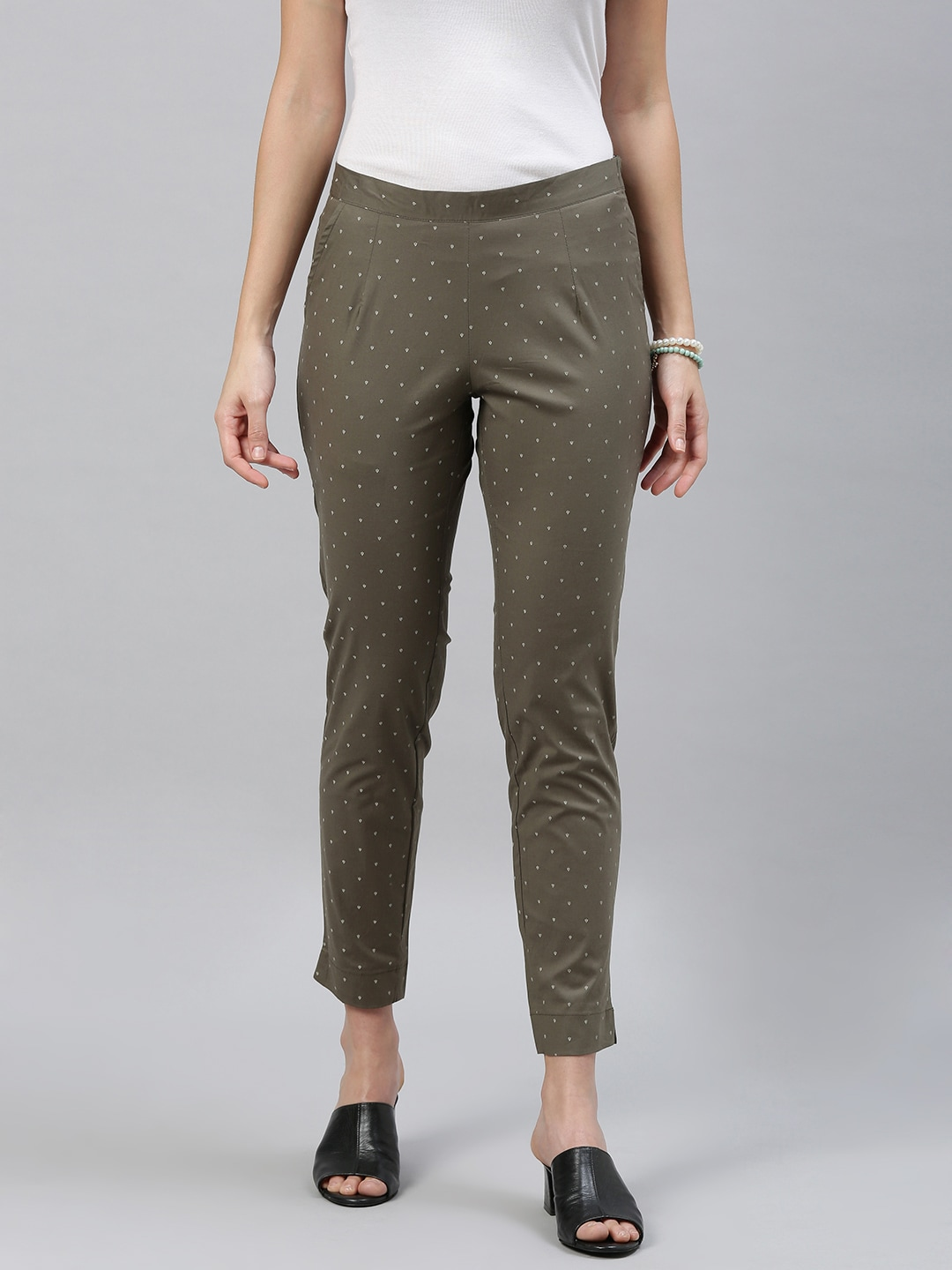 ETIQUETTE Women Green & Off-White Slim Fit Printed Cropped Cigarette Trousers