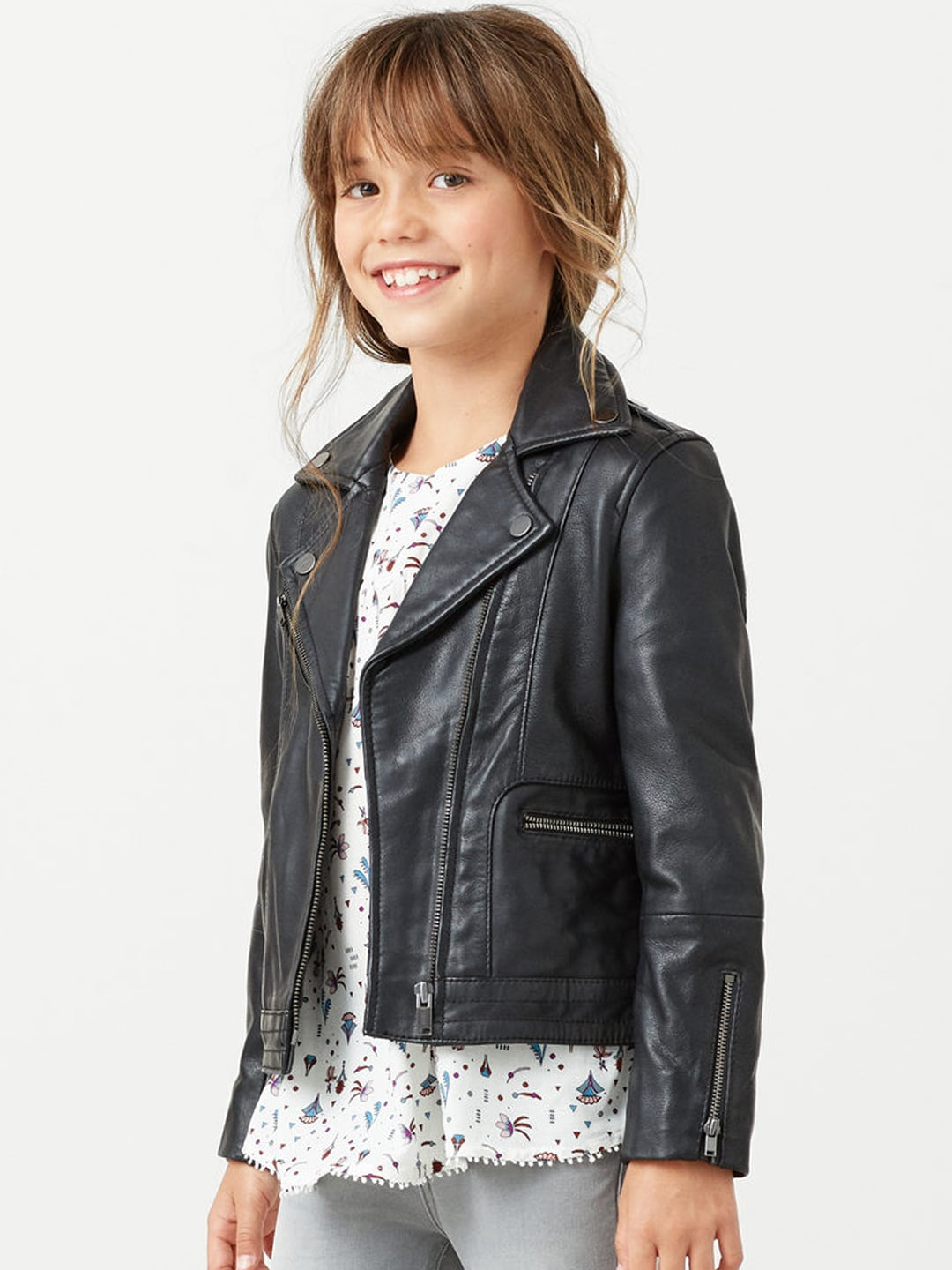 Kids Coats & Jackets for Boys & girls When the temperature dips, kids can find protection from the weather, stay comfortable and look great with our collection of jackets and coats. Discover our abundant outerwear choices for boys and girls.