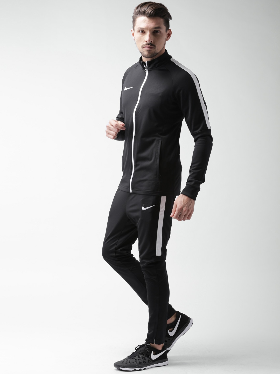 Materials of men's tracksuits. Most tracksuits come in similar styles although the color, patterns, and designs may be different. The most important factor to consider when shopping for tracksuits is the type of material. Popular fabrics include cotton fleece, jersey, and pique.