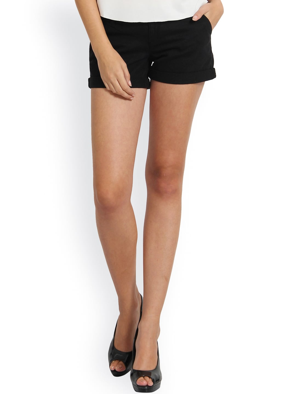 Alibi Women Black Solid Hot Pants