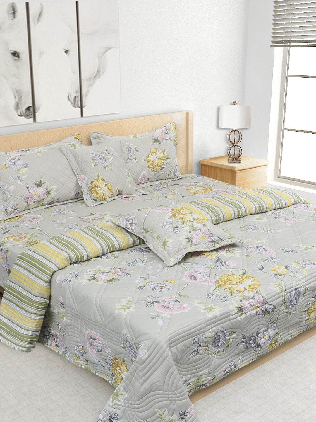S9home by Seasons Grey Printed Co-Ordinated Bedding Set with Quilt (Comforter)