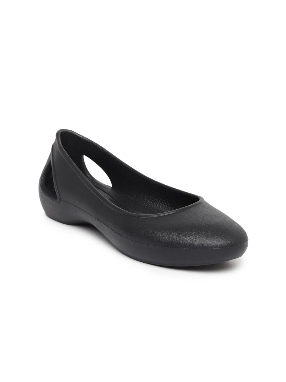 fa5edcbca Crocs Shoes Online - Buy Crocs Flip Flops   Sandals Online in India - Myntra