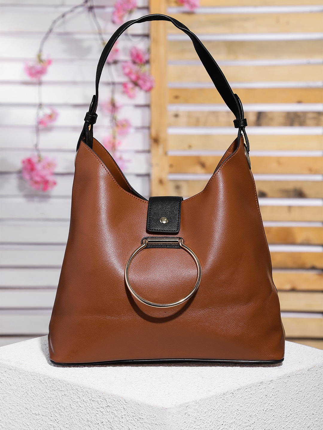 19f03d3062 Handbags And Bags - Buy Handbags And Bags online in India