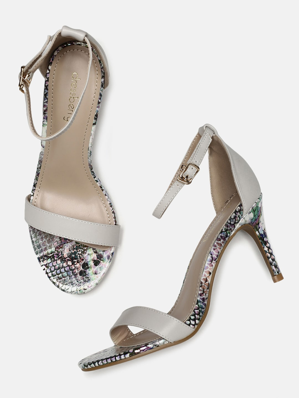 f97a743bbc7 White Heels