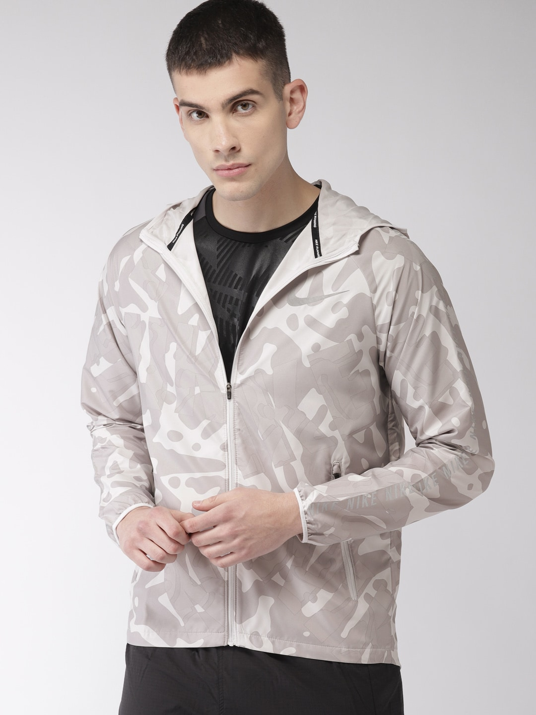 bc92669bdd3e3d Nike Polyester Jackets - Buy Nike Polyester Jackets online in India