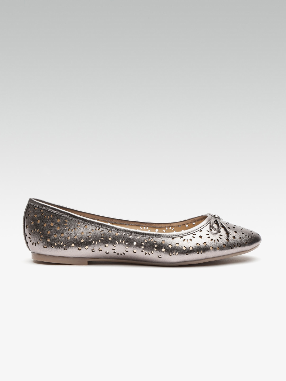 78bf3a1afcca Carlton London - Buy Carlton London Shoes   Footwear at Myntra