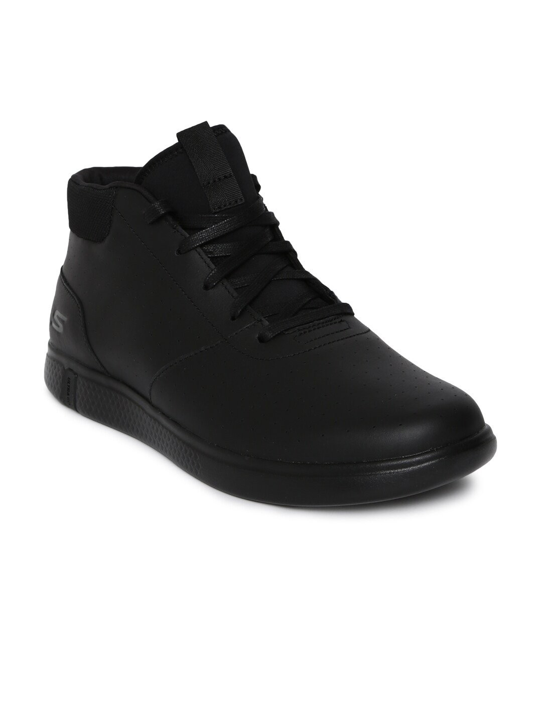 f5d979d750c Leather Footwear Sports Shoes - Buy Leather Footwear Sports Shoes online in  India