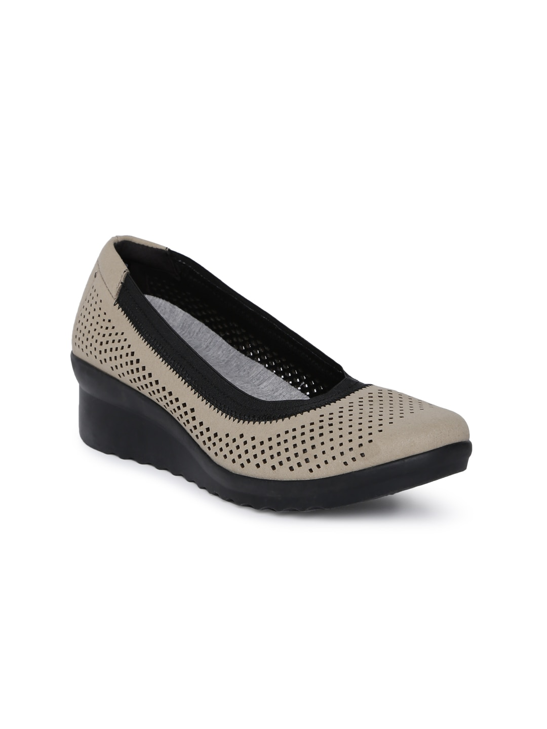 a9a0cb2597f Women s Clarks Shoes - Buy Clarks Shoes for Women Online in India
