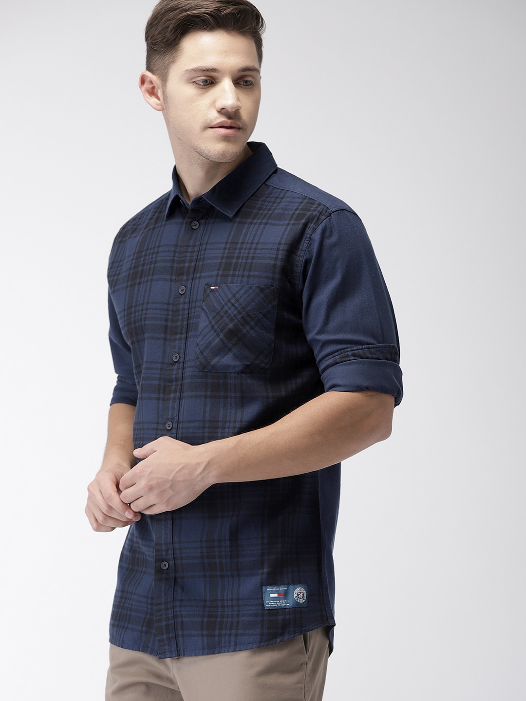 Tommy Hilfiger Men Navy Blue Regular Fit Checked Casual Shirt