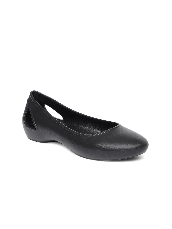 4b0439564 Crocs Shoes Online - Buy Crocs Flip Flops   Sandals Online in India - Myntra