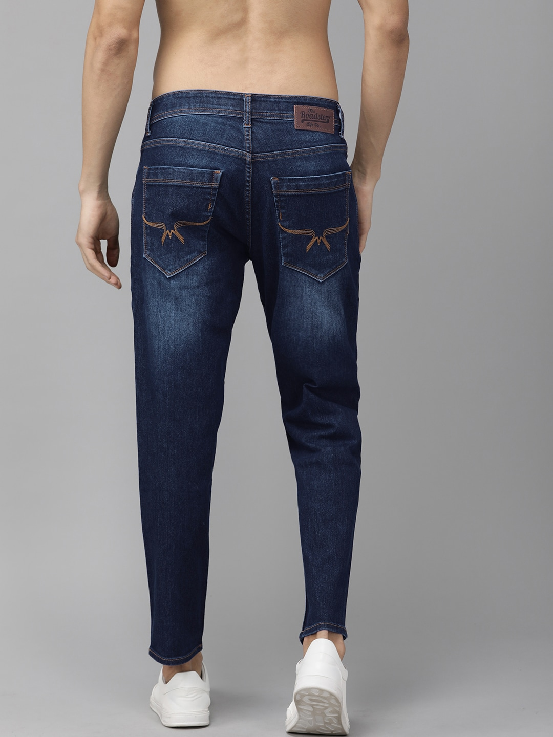 Roadster Men Blue Carrot Fit Mid-Rise Clean Look Stretchable Jeans