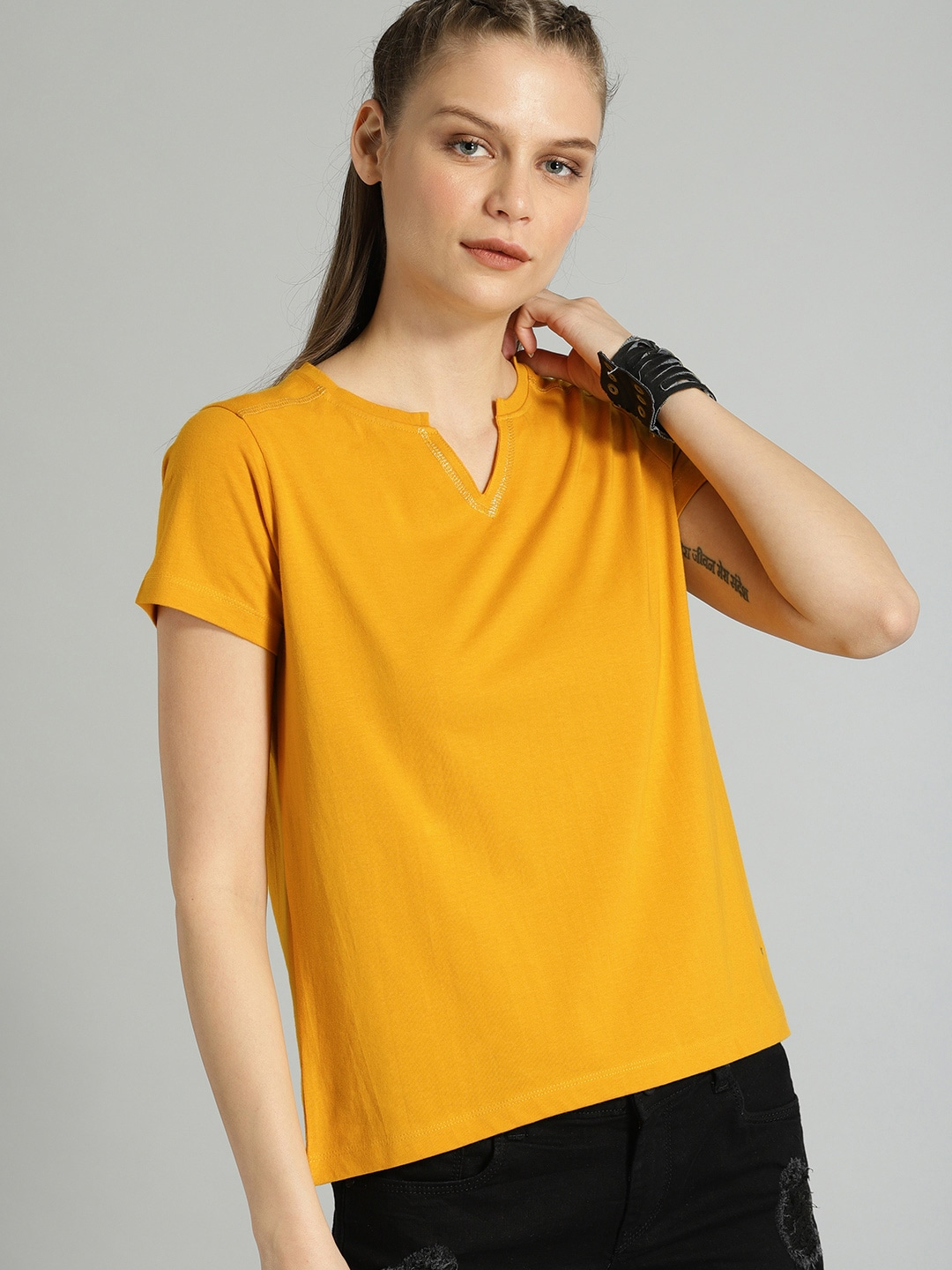 Roadster Women Yellow Solid Round Neck T-shirt
