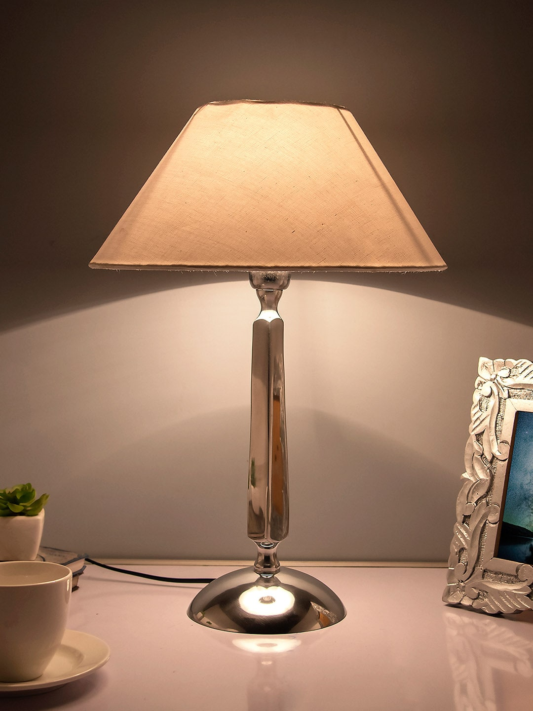 Table Lamps Buy Table Desk Lamps Online In India Myntra