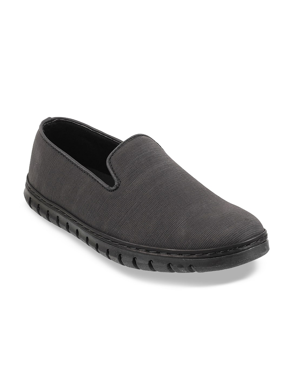 Mochi Boys Black Textured Slip-On Sneakers