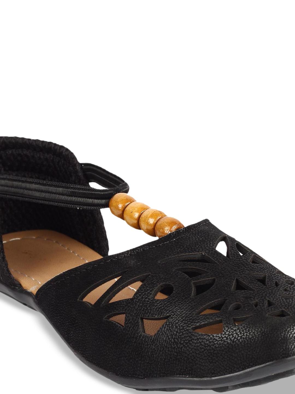 ZAPATOZ Women Black Solid Ballerinas