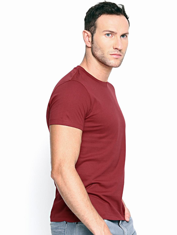 Myntra lee men maroon t shirt 640297 buy myntra lee for Maroon t shirt for men