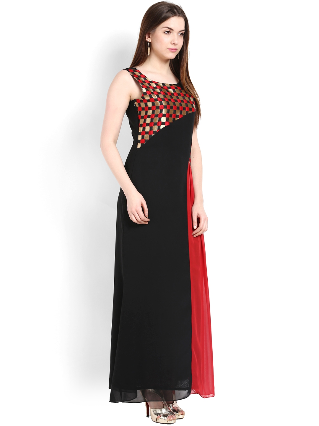 black maxi dresses Designed to radiate style, glamour and elegance, P.S. Frocks' stunning range of black maxi dresses not only impress, but genuinely provide comfort and quality. From plunging v-neck black maxi dresses to multi-way wrap black maxi dresses, whatever the occasion, P.S. Frocks have the perfect black maxi dress for you!