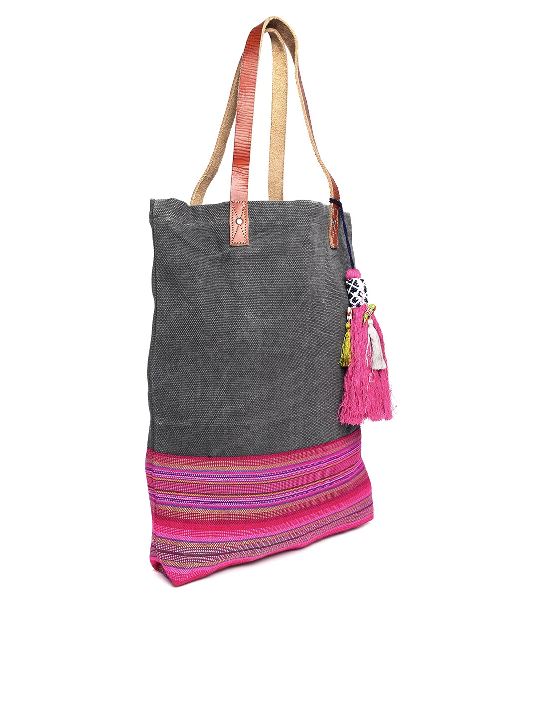 Our chic and affordable selection of women's bags and totes help you make a statement with your style. Whether it's trendy, chic or boho, you can explore global trends in our eclectic assortment of women's accessories to find unique accessories that breathe life into your wardrobe.
