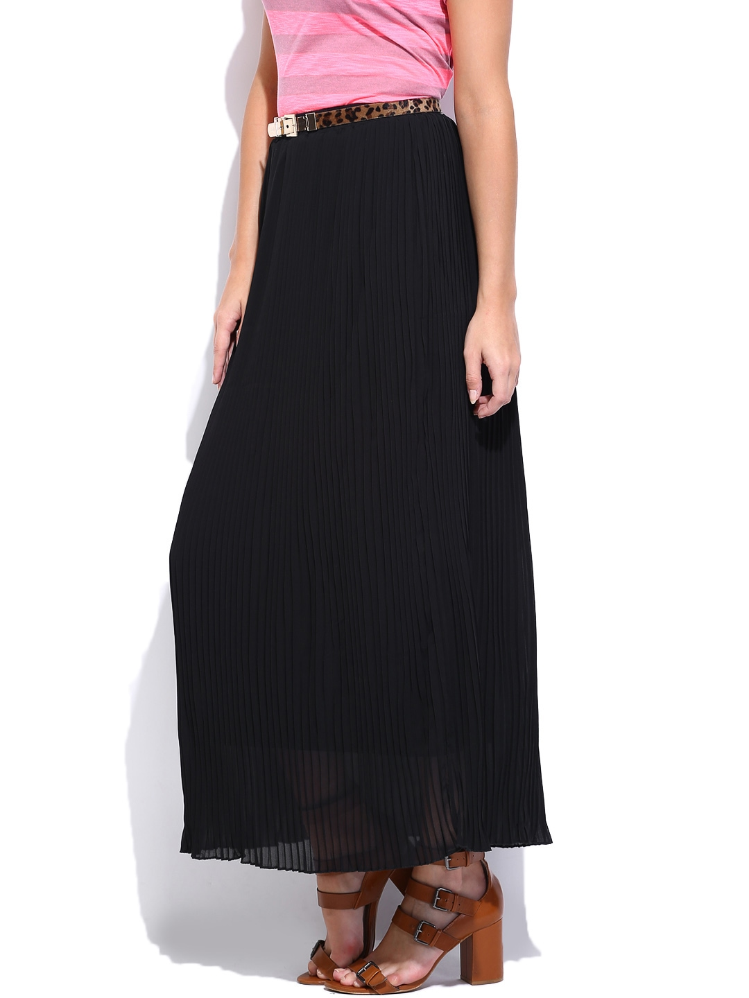 Black skirts probably comprise one of a woman's most important wardrobe items. We have a marvelous selection of black skirts in mini, midi and maxi lengths. We have black skirts with asymmetrical hemlines, and with slits on the sides, fronts or backs. We feature mini skater skirts in black, and straight mini skirts.