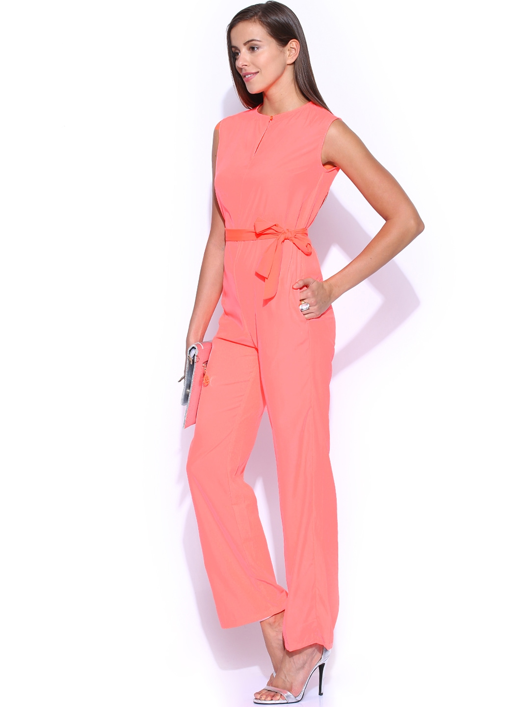 Baby pink, bright pink and coral, whatever the shade of pink we want it in our wardrobe and that's 'cause we're obsessing over it for the new season. Our latest drop of pink jumpsuits have just landed and no matter whether you're dressing for a night out-out with friends or planning a chilled weekend in, our pink jumpsuits have got you.