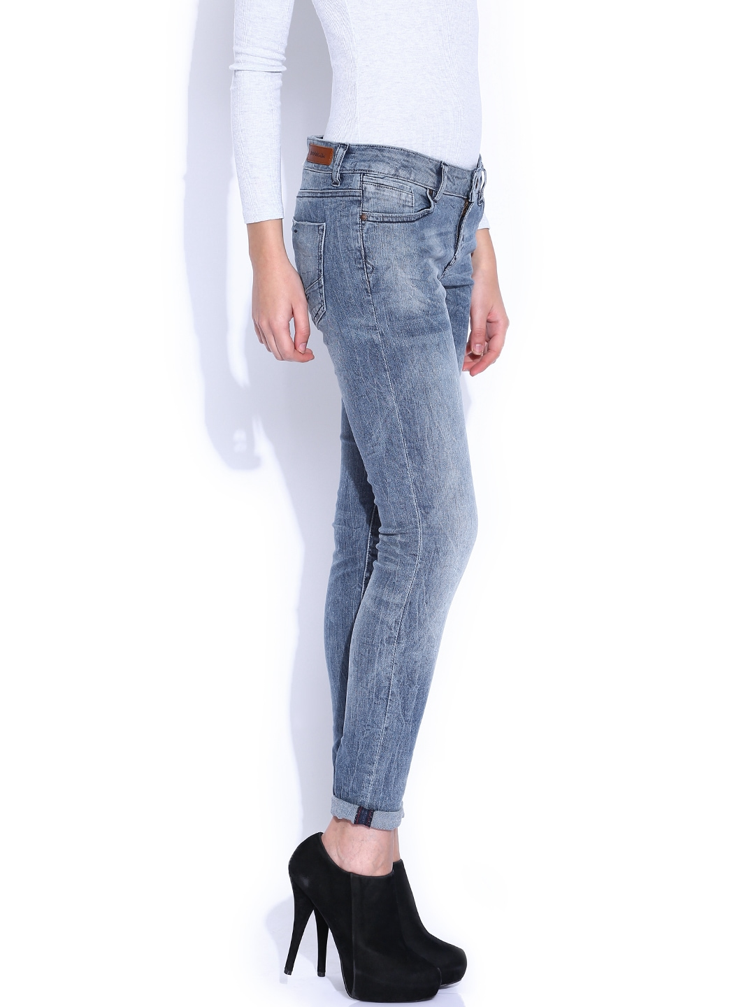 myntra vero moda blue slim fit low rise jeans 810726 buy myntra vero moda jeans at best price. Black Bedroom Furniture Sets. Home Design Ideas