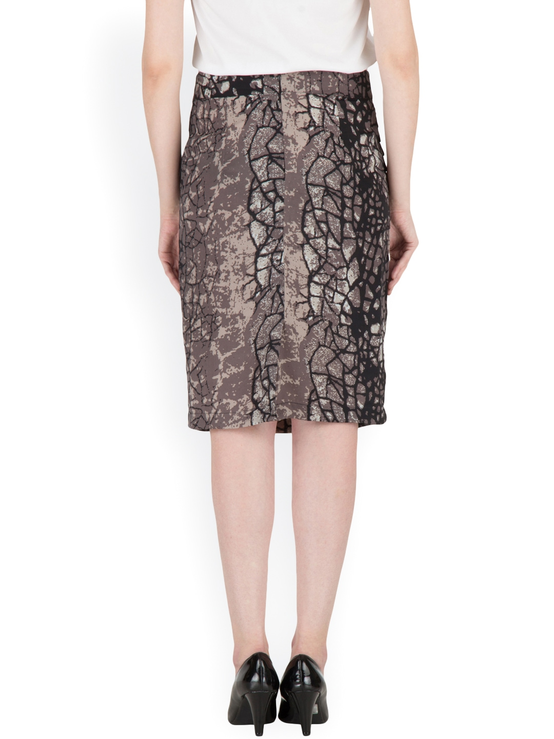 Pencil skirts in solid black, taupe, navy or camel are the most appropriate for business, but cute pencil skirts with a pattern are popular too. They give off a professional, more creative vibe than a plain colored pencil skirt.