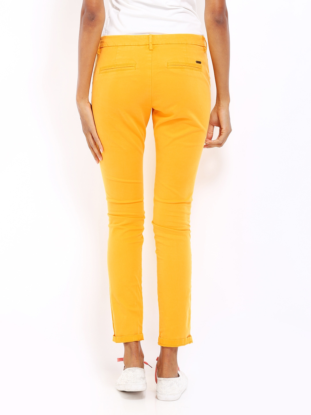 For women, yellow pants are a serious statement shade that attracts attention and exudes happiness and optimism. Yellow pants are a fun way to play with bright summer hues and a great way to add a pop of yellow to your summer outfit.