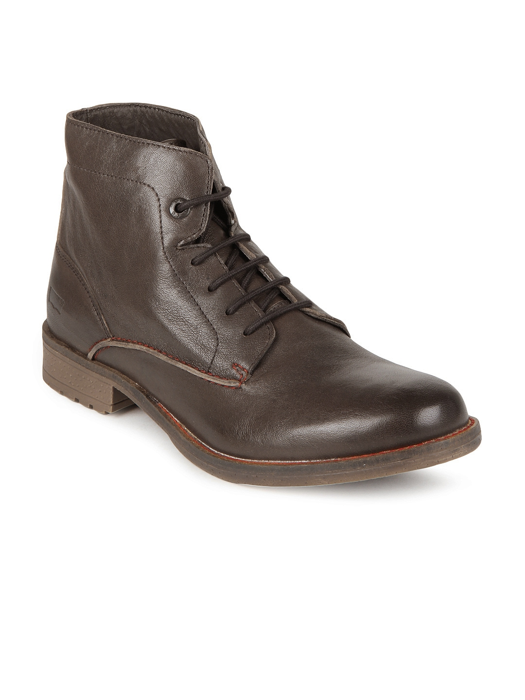 Levi's Leather upper Rounded toe Lace-up fastening Cleated sole Back pull tab.