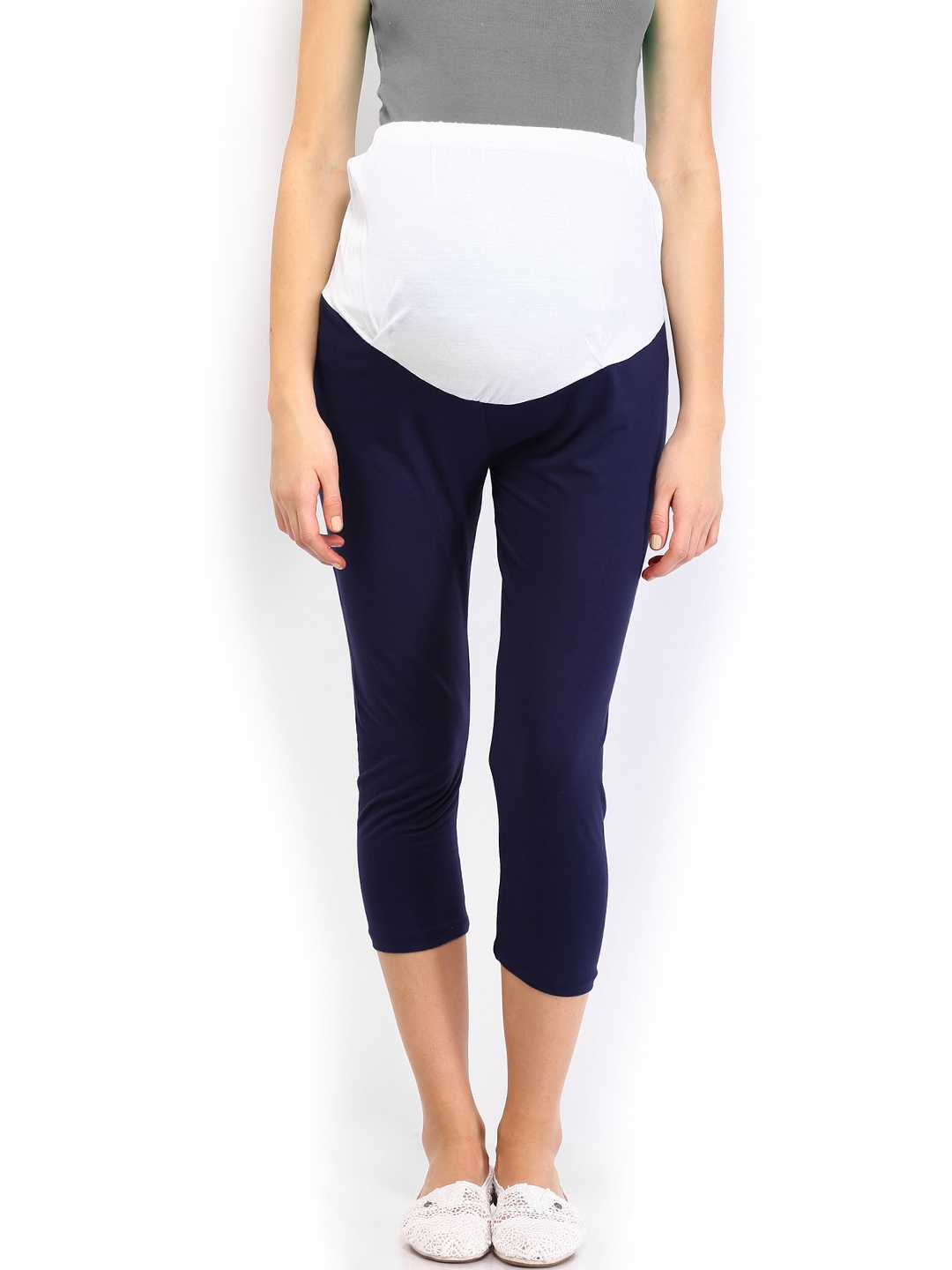 These heathered maternity leggings are perfect for everyday wear. From going to the gym to running errands, you'll love these leggings. A sleek look will keep you stylish during all your activities, while an elastic waistband will keep you comfortable. Pair these with a maternity tank and put on your running shoes for a complete active wear ensemble.