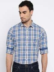 Mast & Harbour Men Blue & White Checked Casual Shirt