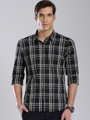 Levis Men Black Regular Fit Checked Casual Shirt