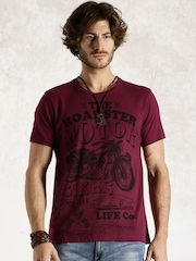 Roadster Maroon Printed T-shirt