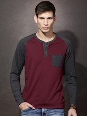 Roadster Men Burgundy & Charcoal Grey Colourblocked Henley Neck T-shirt