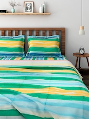 BOMBAY DYEING Multicoloured Printed Bedding Set with Reversible Quilt