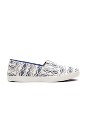 TOMS Women Off-White & Blue Printed Canvas Slip-Ons