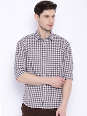 Indian Terrain Men White & Navy Checked Chiseled Fit Casual Shirt