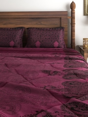 SWAYAM Burgundy Printed Bedding Set with Quilt (Comforter)