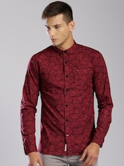 Tommy Hilfiger Men Maroon Slim Fit Printed Casual Shirt