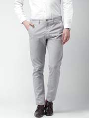INVICTUS Men Grey Solid Slim Fit Flat-Front Trousers