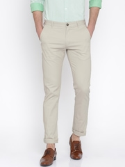 SCULLERS Men Cream-Coloured Slim Fit Chino Trousers