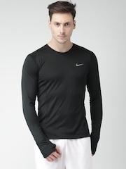 Nike Men Black Solid Round Neck T-shirt