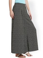 Ruhaans Women Black Printed Palazzo Trousers