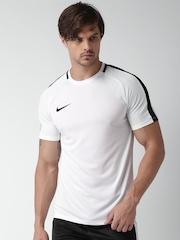 Nike Men White Solid Round Neck AS M NK T-shirt
