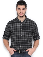 Roadster Men Grey & White Vettel Checked Slim Fit Casual Shirt