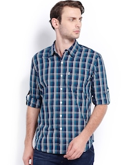Levis Men Blue & White Checked Slim Fit Casual Shirt