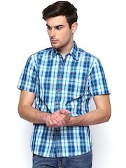 Lee Men Blue & White Checked Casual Shirt