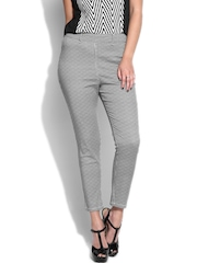 Mineral Women White & Black Houndstooth Printed Ankle Length Jeggings