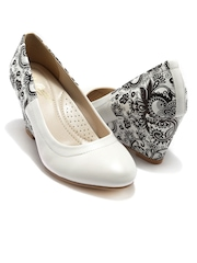 Candie's New York  Women White Printed Wedges