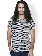 MR BUTTON Men Blue & White Striped T-shirt